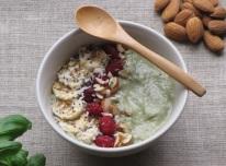 smothie bowl: awokado, kiwi i bazylia