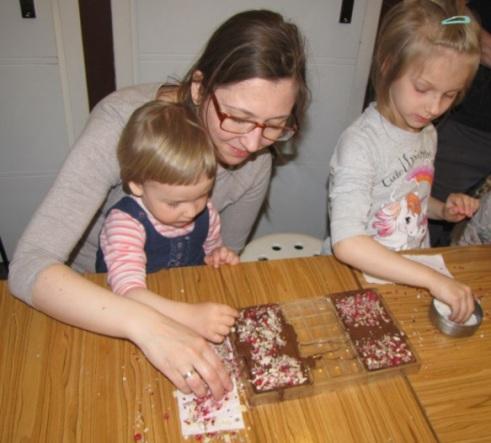 przenosimy dekorację na czekoladę