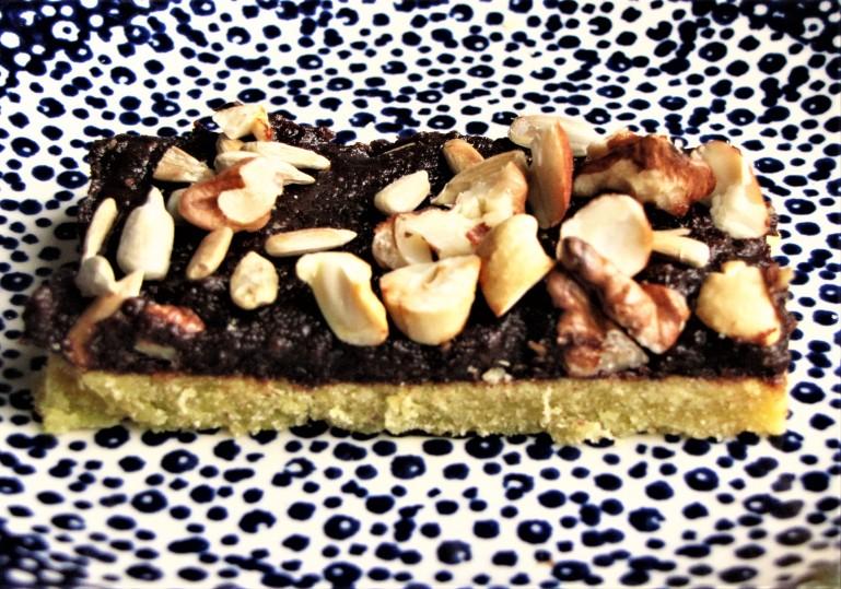 ciastko zmasą czekoladową iorzechami