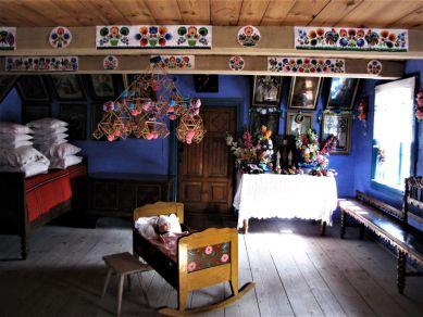 Wnętrze chaty skansen w Łowiczu