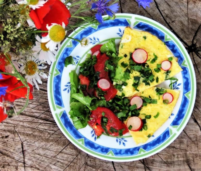 Omlet z zieloną sałatą