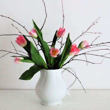 tulipany i gałązki